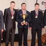 SK «Ogre» autosportistu komanda uzvarētāju sumināšanas ceremonijas laikā: Ritvars Zobens (no kreisās), Jānis Kozlovskis un Jānis Miščenko.