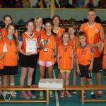 Ķeguma komercnovirziena vidusskolas komanda ar izcīnīto «Lieliskās balvas 2013» uzvarētāju kausu.