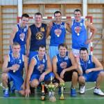 Komandas «Lielvārde» basketbolisti ar izcīnīto «Ikšķiles novada kausu 2013» un zelta medaļām.
