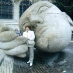 Skolotāja Valda Cinīte Parīzē.