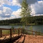 Pa jaunizveidotajām kāpnēm tagad iespējams ērti nokļūt pie Dubkalnu ezera.