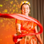 No indiešu tempļa deju rituāla pieciem elementiem – ZEMEI, ŪDENIM, UGUNIJ, GAISAM, ĒTERIM.