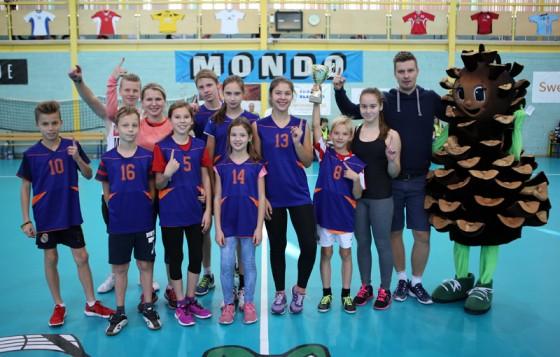Ķeguma komercnovirziena vidusskolas komanda – «Lieliskās balvas» jubilejas sacensību uzvarētāji.