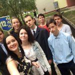 Jumpravas vidusskolas 12.klase – Elīza, Linda, Agnese, Gatis, Ričards, Rolands, Roberts un skolotāja Kristīne.