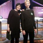 Mārcis Broks kopā ar skolotāju Kristīni Treimani radījuma «Gudrs vēl gudrāks» filmēšanas laikā.